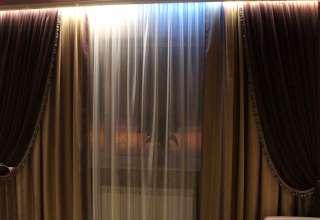 Как правильно подобрать шторы к интерьеру зала