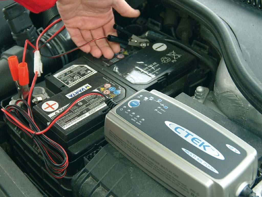 Как выбрать автомобильное зарядное устройство для аккумулятора